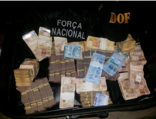 Polícia apreende veículo com mais de R$ 280 mil dentro de bolsa