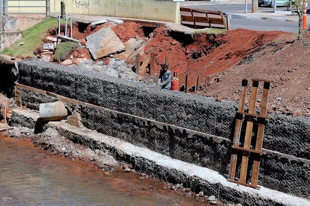 Obras da barragem do Córrego são adiantadas; Chuva pode levar novamente