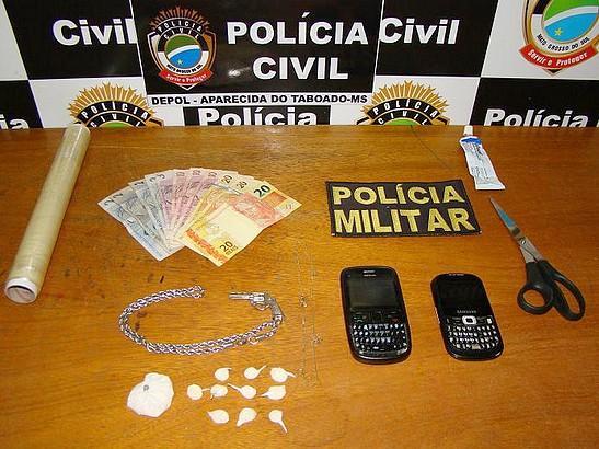 Polícia de Aparecida do Taboado detém três jovens por tráfico de drogas