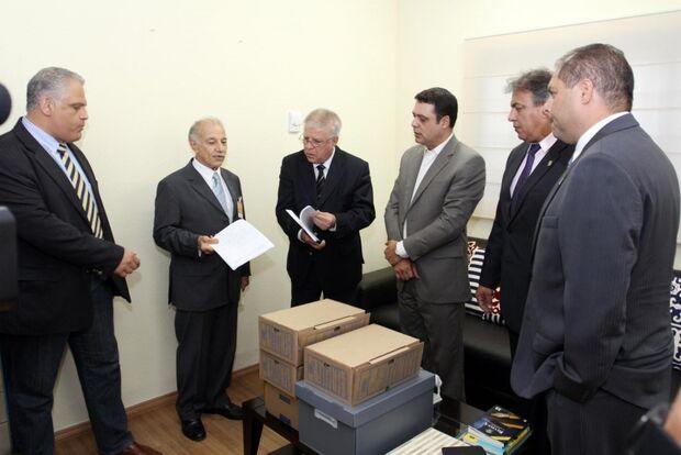 Bernal entrega no último dia de prazo defesa  à Comissão Processante