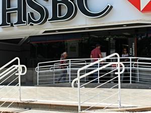 Bancos fecham e comércio atenderá até às 16h de hoje