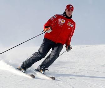 Schumacher apresenta leve melhora após nova cirurgia