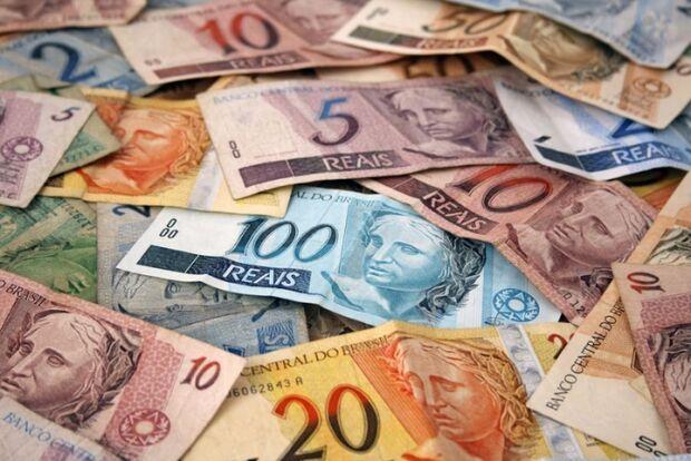 Salário mínimo de R$ 724 entra em vigor amanhã