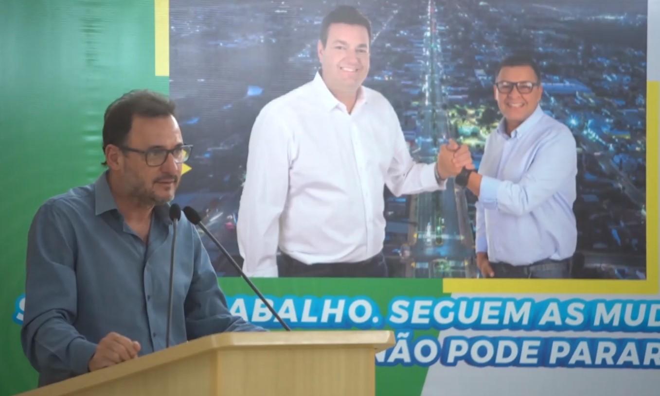 Waldeli assinou contratos com o candidato a vice Anderson Dias