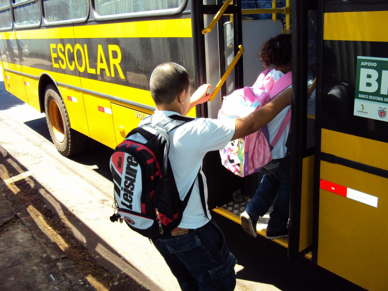 Resultado de imagem para trasporte escolar