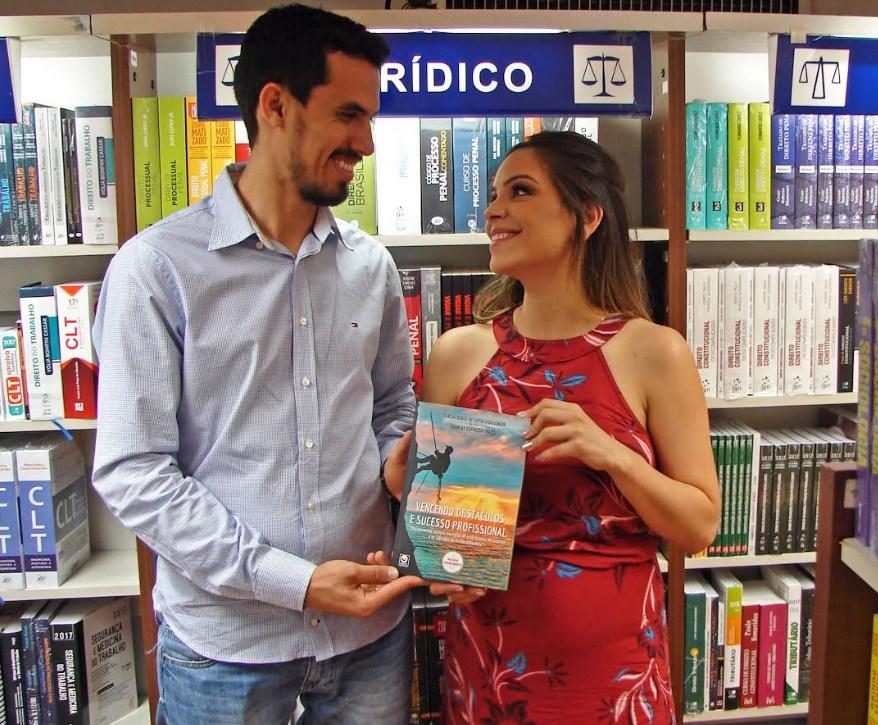 fde79713b9 Casal lança livro com dicas para o sucesso pessoal e financeiro ...