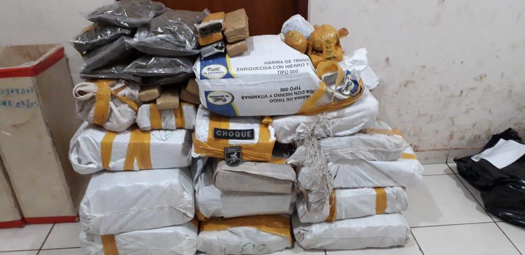 Traficante bate veículo carregado com 325 quilos de maconha e foge a pé - Top Mídia News